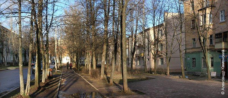 Улица Комсомольская в районе дома №12, вид на школу №2, 2006 год