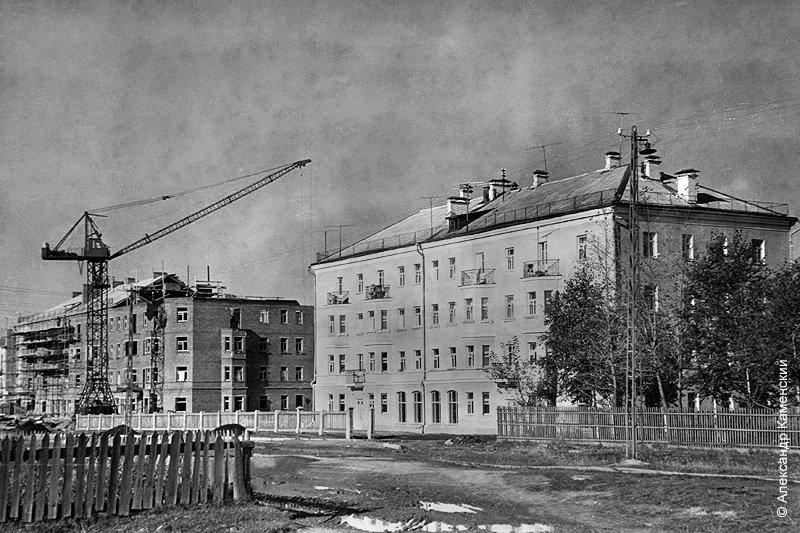 Строительство дома №10 по Комсомольской улице, 1950-е годы