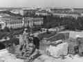 Строительство дома №18 микрорайона Северный, на заднем плане виден ДК Ленина и ворота на стадион, 1970-е годы