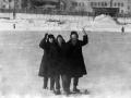Горожане на городском стадионе, на заднем плане дома на Спортивной улице, 1960-е годы