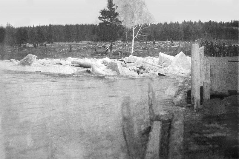 Первые строители построили от Путилово мост через Ворю, 1930-е годы