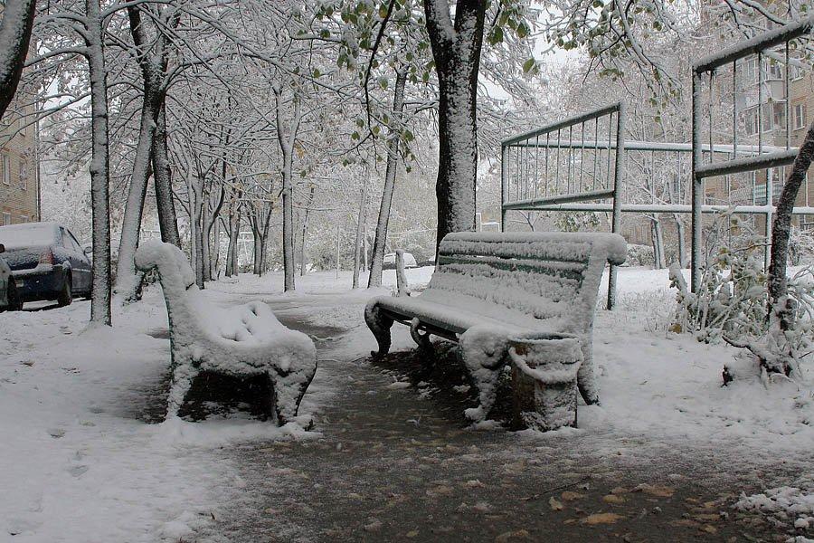 Улица Дачная, первый снег, 2007 год