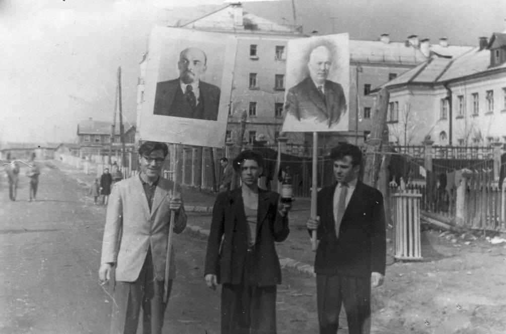 Улица Горького, на заднем плане деревянные дома на Комсомольской улице, 1960-е годы