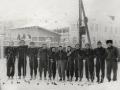 Лыжники перед стартом на заднем дворе Дом пионеров Красноармейска на улице Горького, 1970-е годы