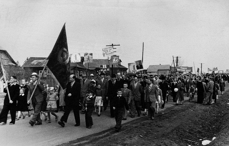 Демонстрация на Восточной улице в Красноармейске, 1960-е годы