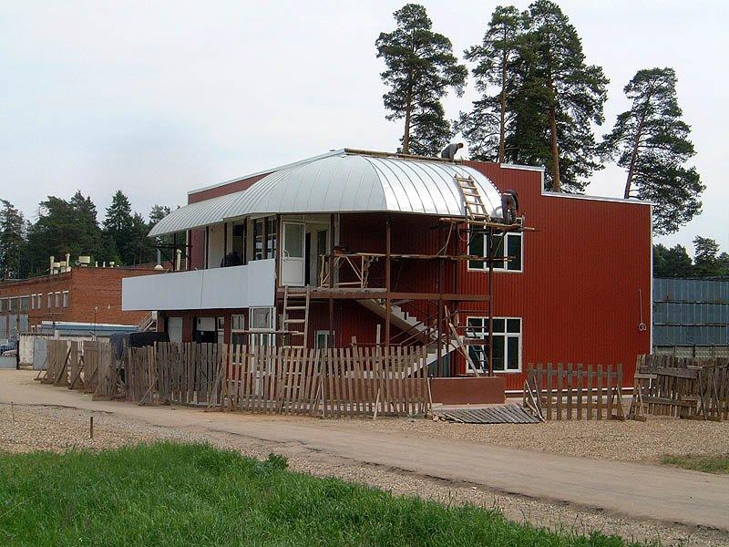 Строительство первой в городе мойки автомобилей рядом с базой Зенит, начало проспекта Испытателей, 2005 год.