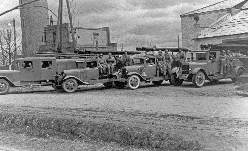 Пожарная команда на Центральной улице (рядом с современной проходной НИИ Геодезия), 1950-е годы