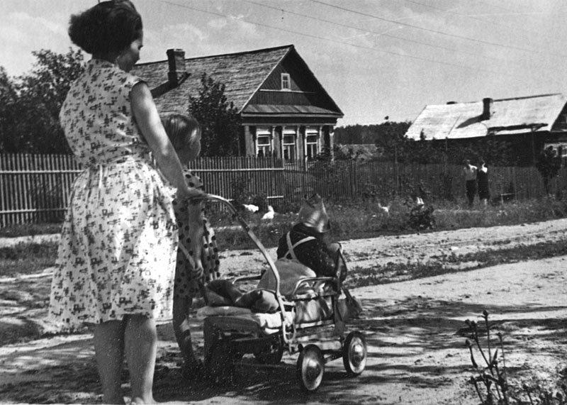 На улице Октябрьской, 60-е годы