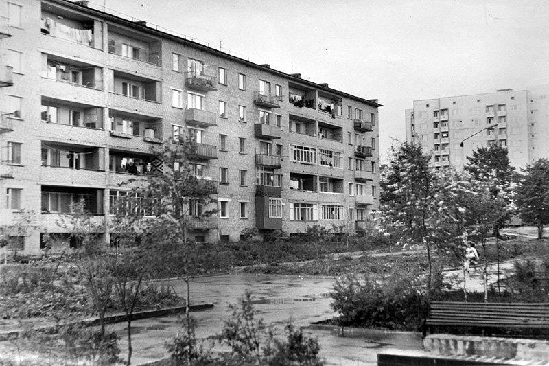 Двор между домами №5 и 9, 80-е годы