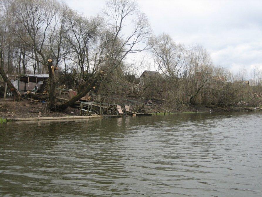 Набережная реки Вори около домов на Лермонтова, 2007 год
