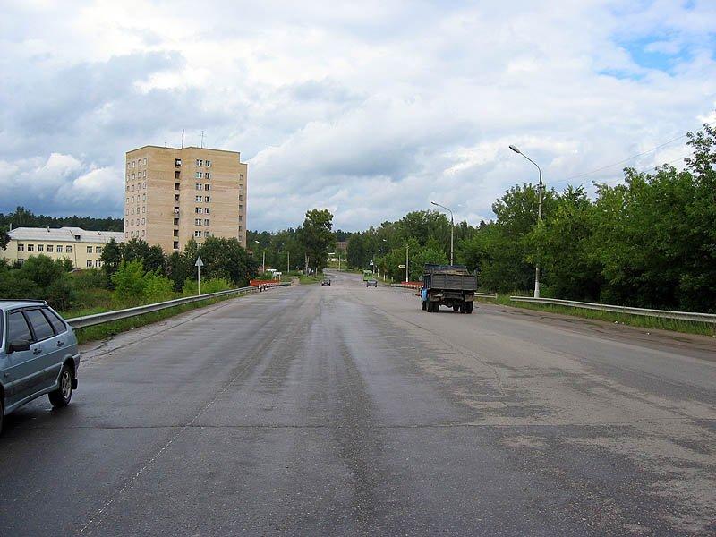 Вид на мост и улицу Свердлова, 2003 год