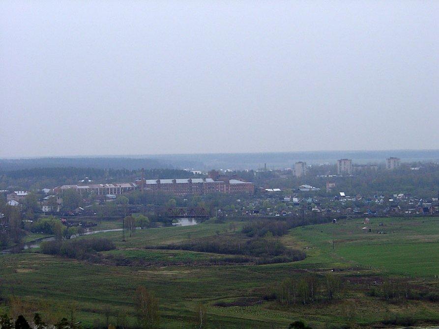 Панорама Вознесенской мануфактуры от улицы Гагарина, на среднем плане железнодорожная ветка и дома на улице Лермонтова, 2003 год