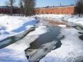 Казармы фабрики КРАФ (Вознесенской мануфактуры) и река Воря, март 2005 год