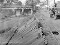 Из котельной фабрики на вагонетках вывозили горячи шлак и сбрасывали его с высокого парапета плотины в Ворю. 1950-е годы.