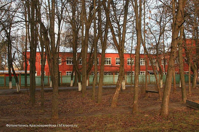 Вознесенский храм находился на улице Чкалова на месте детского сада (дом №11), снимок 2007 года