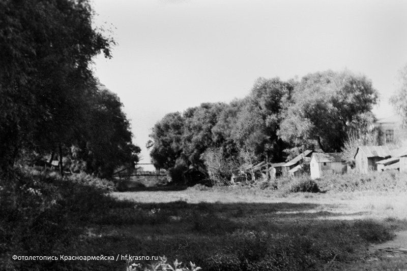 Вид с улицы Чкалова на обводной канал и Заречный тупик, 1960-е годы