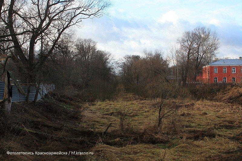Вид с улицы Чкалова на обводной канал и Заречный тупик, 2006 год