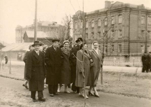 Горожане на улице Чкалова, 1962 год