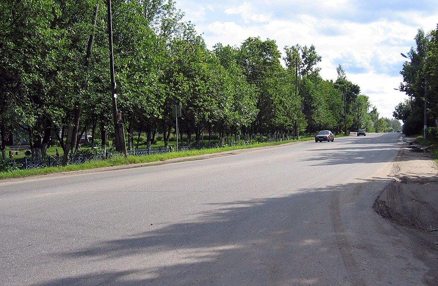 Улица Академика Янгеля в районе Площади Победы и улицы Морозова, 2002 год