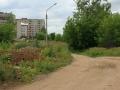 Слева на снимке дома 15-21 на улице Морозова, а прямо за деревьями овраг между улицами Морозова и Краснофлотской, по которой проходила узкоколейная железная дорога, 2007 год