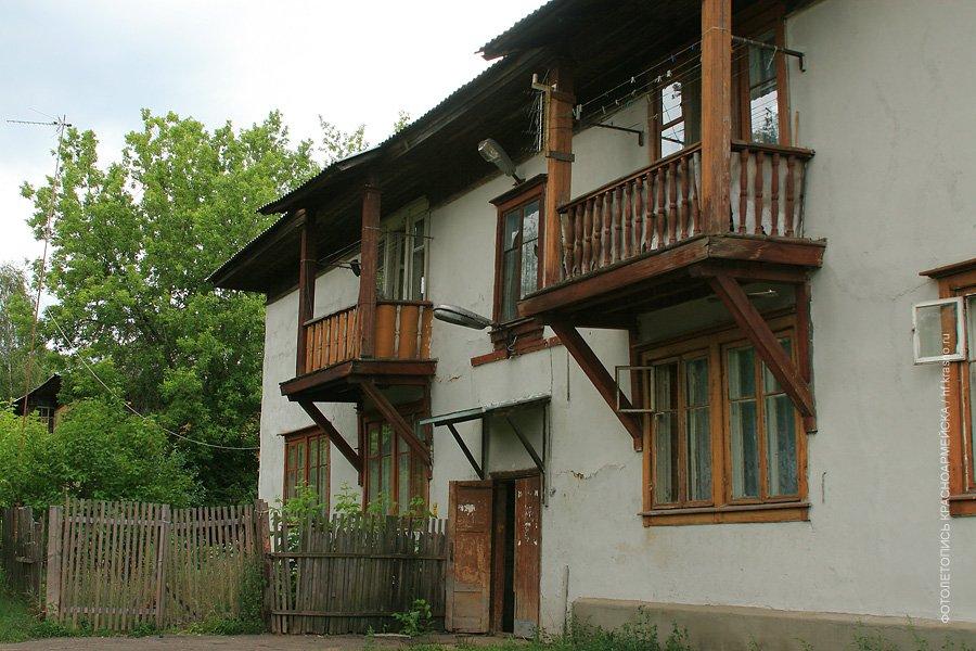 Старые двухэтажные дома на улице Краснофлотской, 2007 год