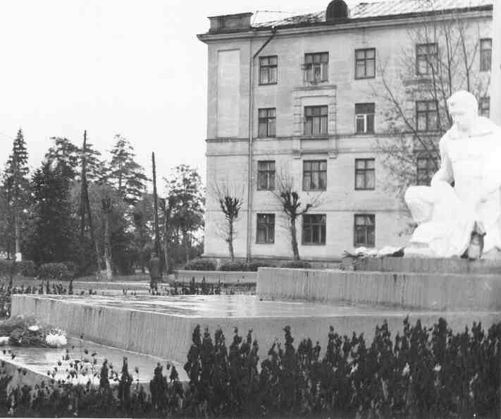 Памятник павшим войнам в Красноармейске, 1980 год