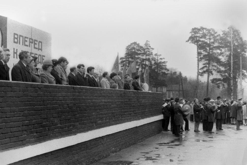 Трибуна около Площади Победы, 1980-е годы