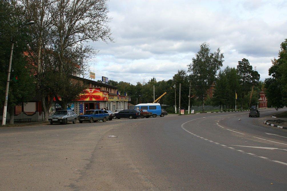 Бар Карусель около Площади Победы, идет строительство дома №9 по улице Чкалова, 2008 год