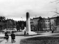 Памятник павшим войнам — колонна и солдат — появился в 1966 году и был поставлен по эскизу почтеного жителя города, художника Германа Дёмина.