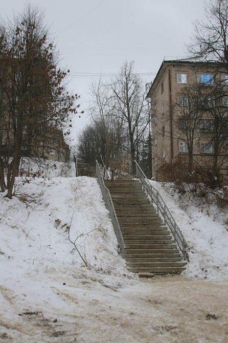 Улица Гагарина расположена на склоне большого холма, поэтому тут много лестниц, 2007 год
