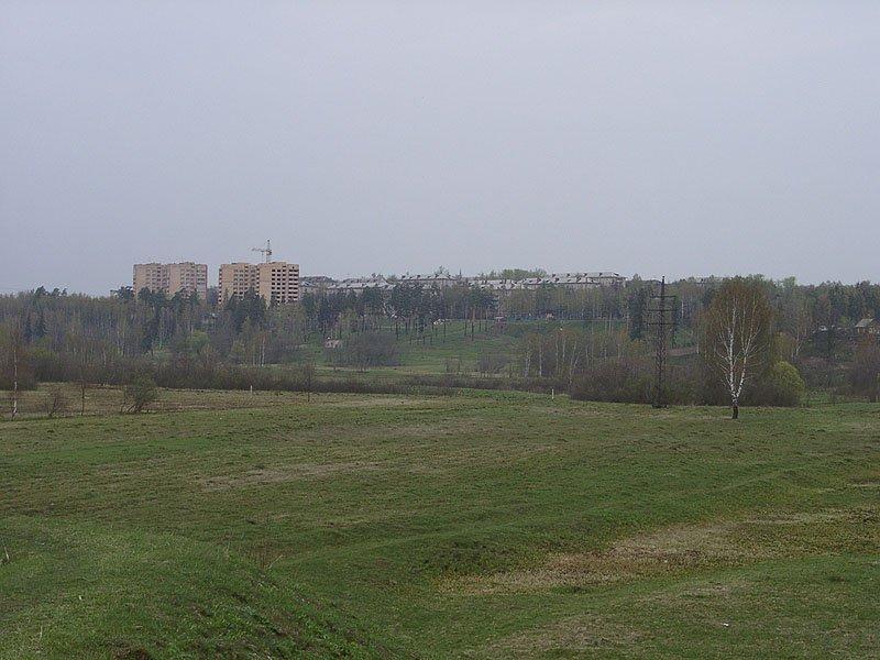 Панорама городского пляжа и домов на улице Гагарина, идет строительство дома №4, 2002 год