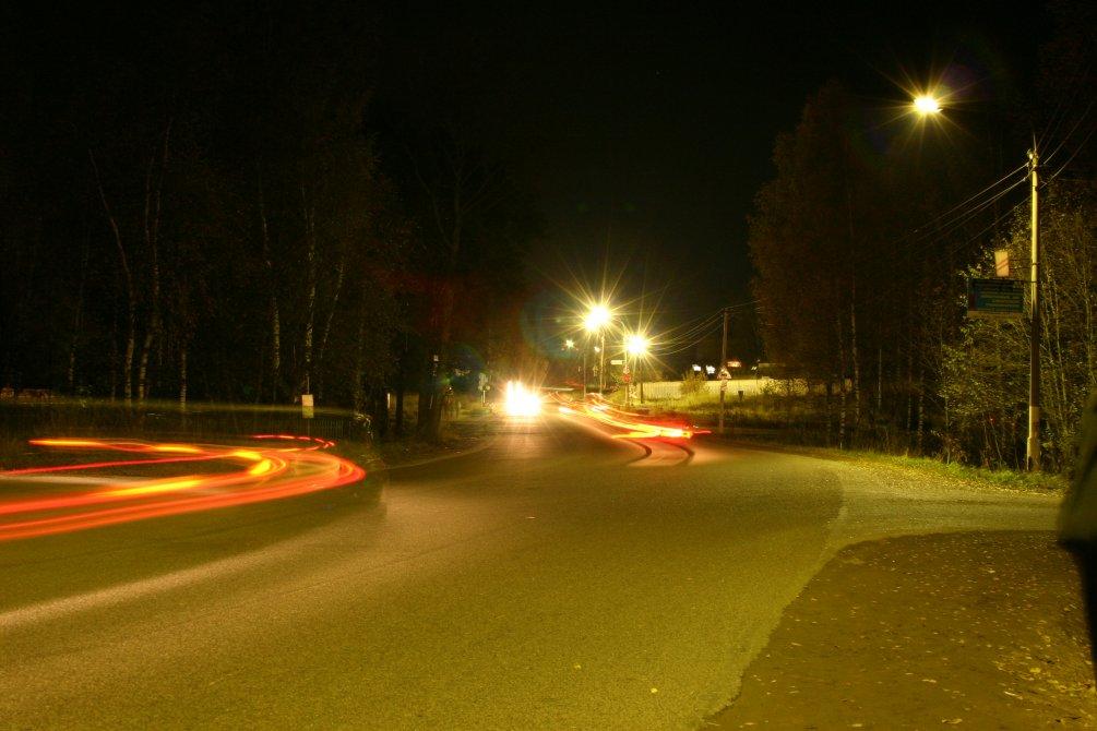 Перекресток улицы Свердлова и Красноармейского шоссе около жд-переезда, октябрь 2004 года