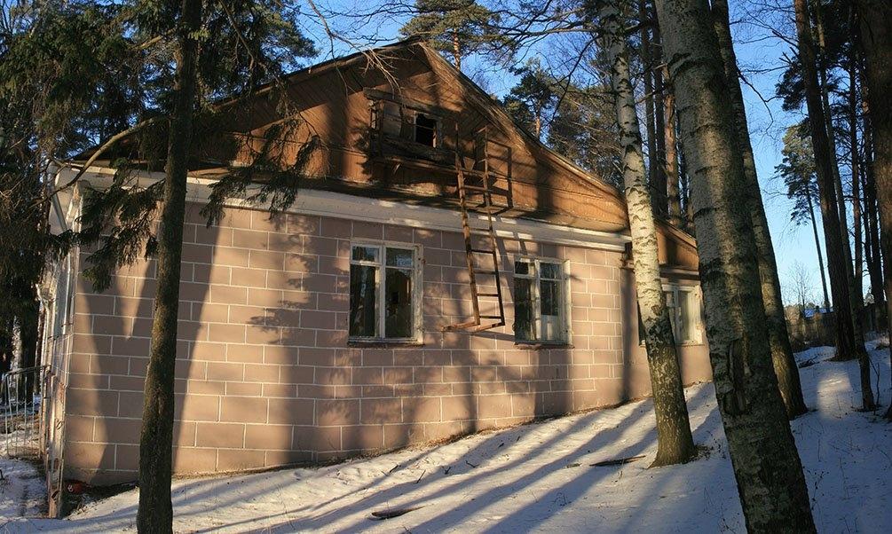 Восточная часть главного корпуса детского сада Малыш