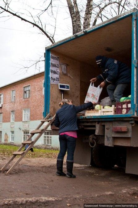 Торговля овощами на Пионерской, апрель 2013 года