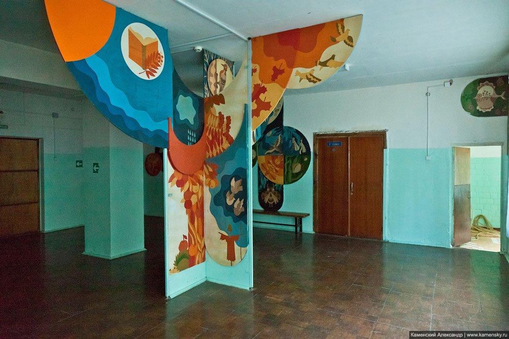 Внутри школы №1, июнь 2011 года