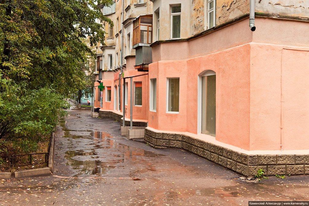 Магазин Дикси в доме №10 по улице Комсомольской, сентябрь 2011 года