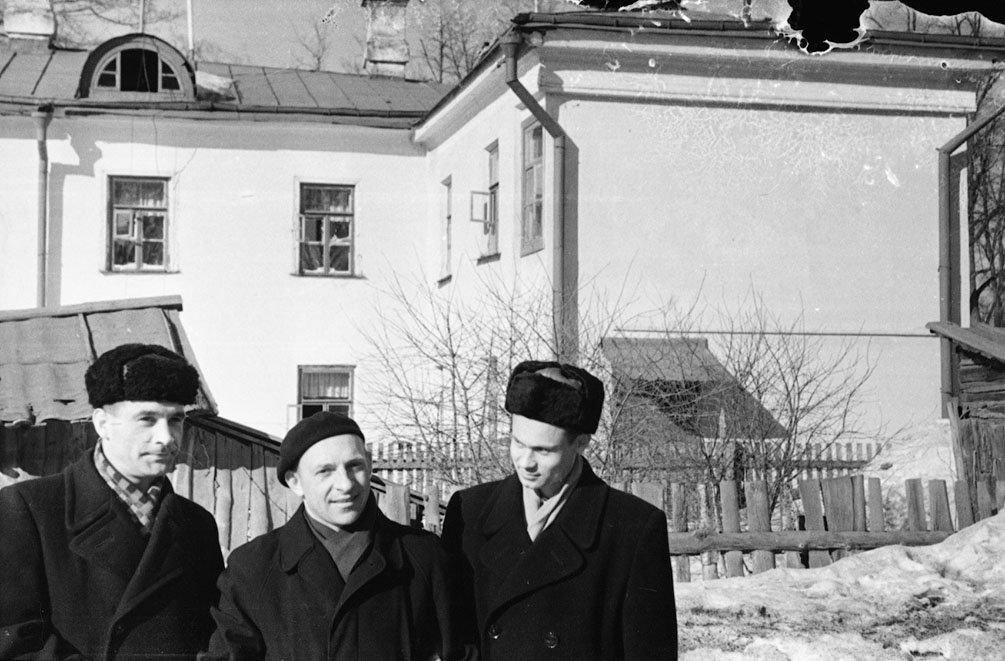 """На улице Чкалова, на заднем плане дом 8, называвшийся """"детский мир"""", не сохранился, 1960-е годы"""