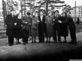 "Горожане на улице Чкалова, узкоколейка, справа на заднем плане дом ""Париж"", Морозова 2, 1960-е годы"