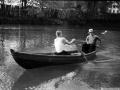 Горожане на лодке в районе дома 12 на Новой Жизни, 1960