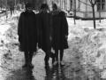Горожане на улице Горького, слева дом №7 по улице Горького, 1950-е годы
