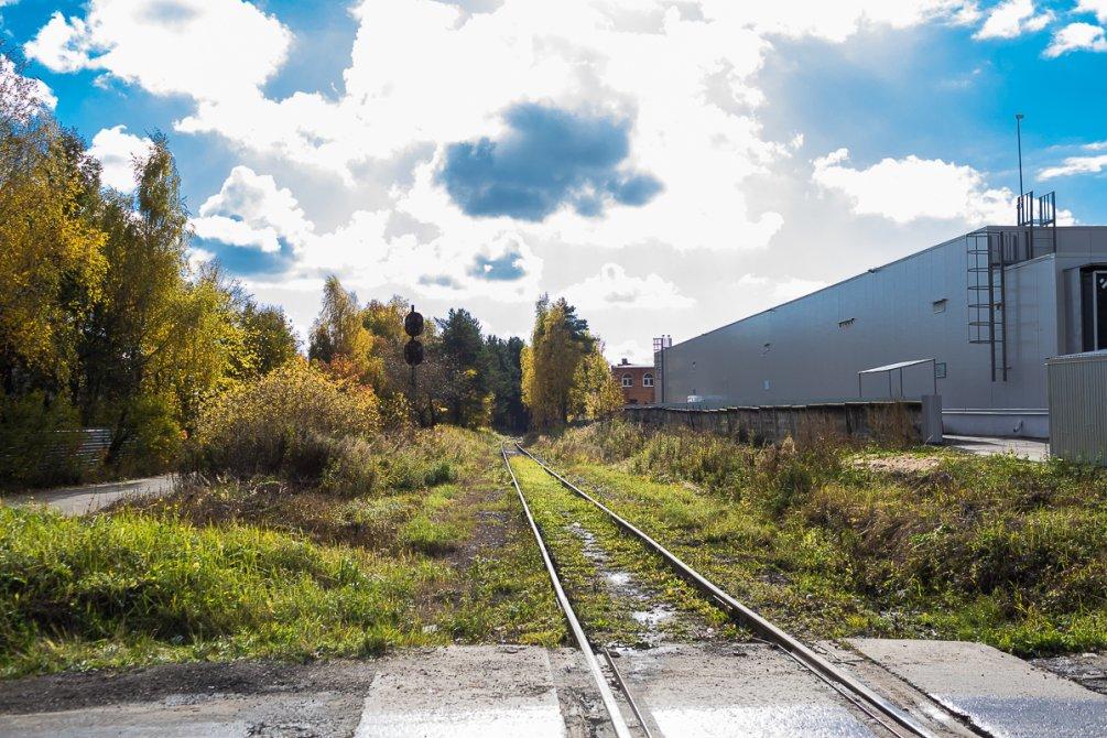 Железная дорога в районе магазина Ашан, октябрь 2017 года