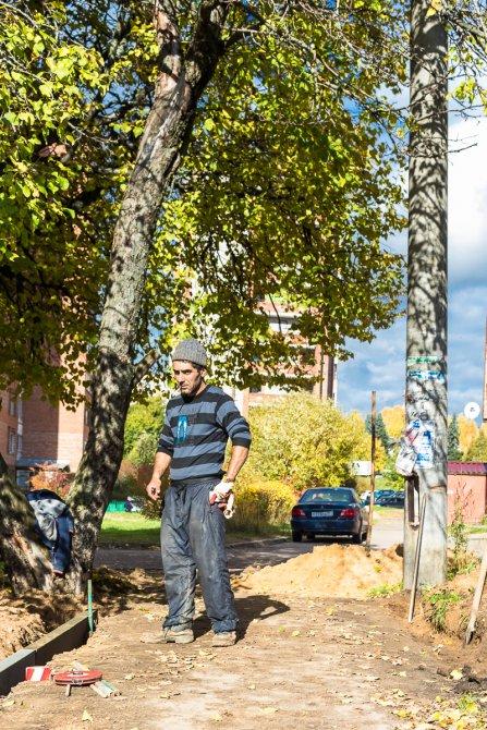 Рабочие на дорожных работах в Красноармейске, октябрь 2017