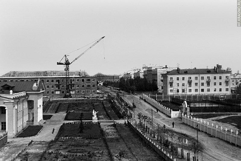 Вид на ДК Ленина, Спортивную улицу и вход на Стадион, 1960-е годы
