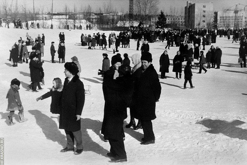 Горожане на зимнем катке, 1980-е годы