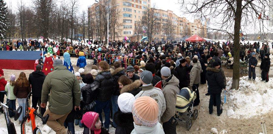 Проводы зимы на площади у ДК им. Ленина, 2005 год