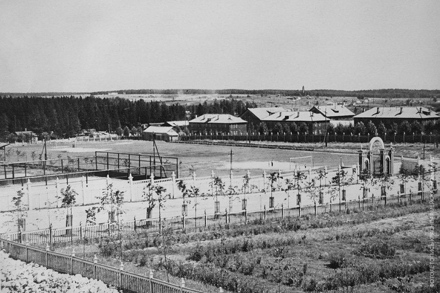 Вид на ДК Ленина и вход на Стадион, 1960-е годы