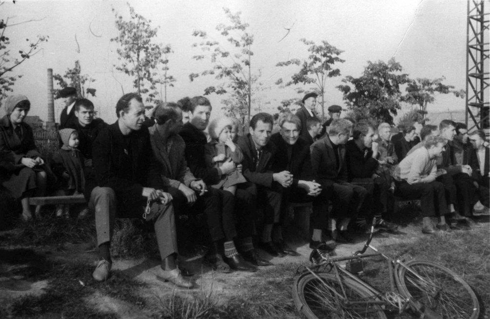 На городском стадионе Зенит, среди горожан сидит доктор Невдубский, 1960-е годы