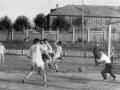 Футбольный матч, на заднем плане забор стадиона и дома на Стадионной улице, 1960-е годы