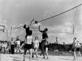 Любительские волейбольные матчи проводились почти каждый вечер, 1960-е годы