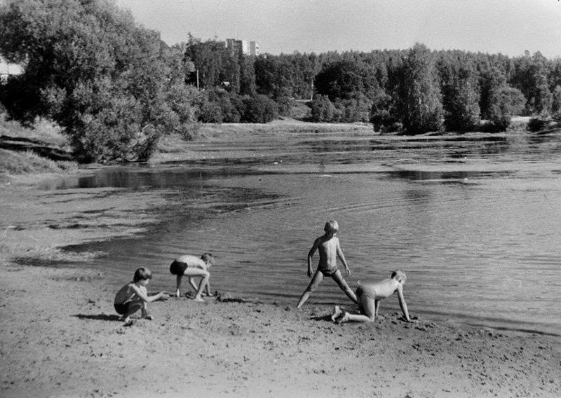 Городской пляж на реке Воре на месте бывшей лодочной станции, 1980-е годы